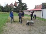 9.A ekologicky zúrodňuje školní pozemek